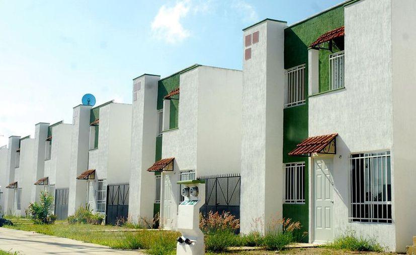La construcción de espacios habitacionales en terrenos 'ociosos' en Mérida le quitará presión al Ayuntamiento por llevar los servicios más allá del Períférico. (SIPSE)