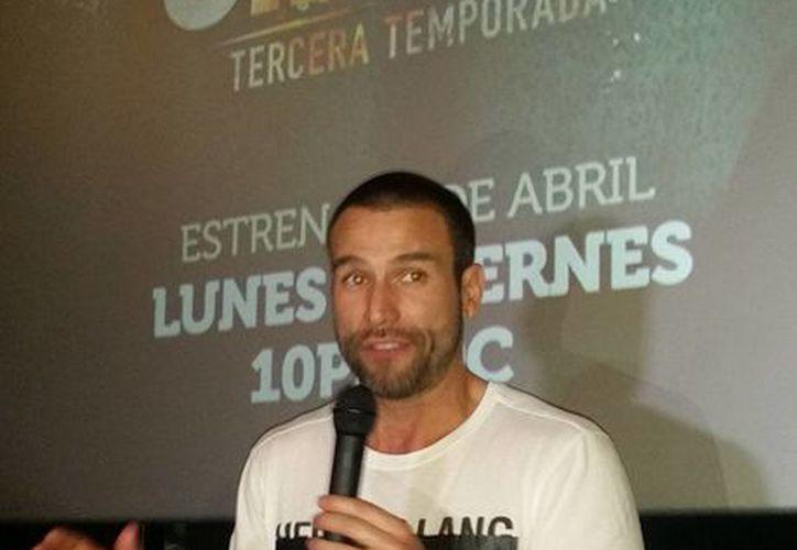 El actor Rafael Amaya, feliz de que la serie 'El señor de los cielos' haya llegado a su tercera temporada.  (Notimex)