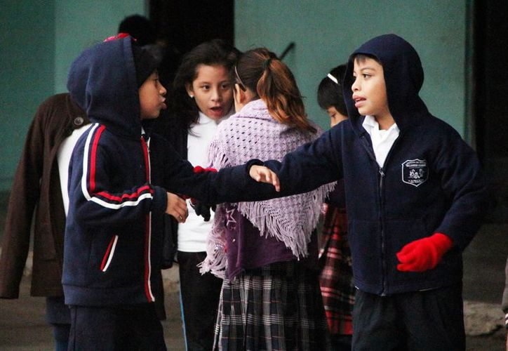 Es recomendable enviar a los niños a la escuela bien abrigados. (Milenio Novedades)