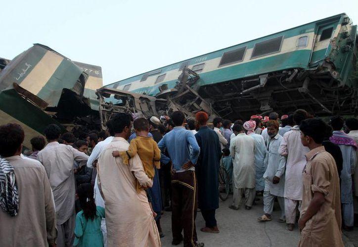 Al menos seis personas murieron y más de 150 resultaron heridas por el incidente. (AP/Asim Tanveer)