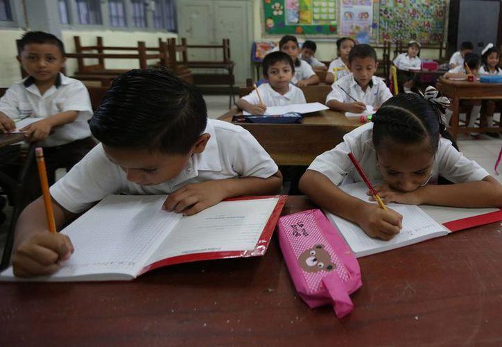 México invierte un monto de 27 mil 848 dólares en educar a cada estudiante en el periodo escolar comprendido entre los seis y 15 años. (Archivo/Notimex)