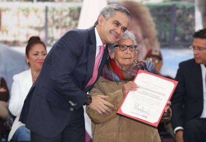 Miguel Mancera, titular del gobierno de la Ciudad de México, anunción descuentos para adultos mayores en restaurantes. (24-horas.mx)