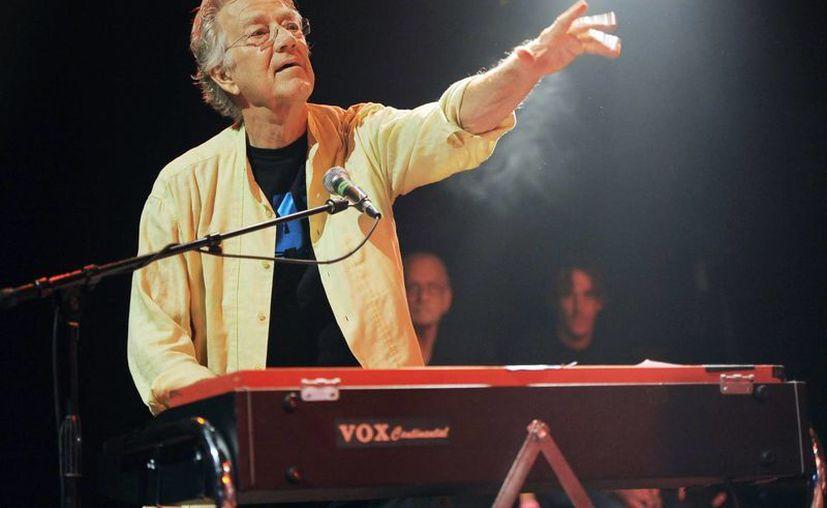 Manzarek durante una presentación en el festival de  Sunset Strip, en California en agosto de 2012. (Agencias)