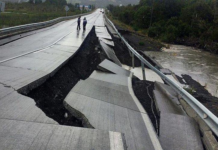 El terremoto se percibió en gran parte del sur chileno y provocó la destrucción de varias carreteras. (Reuters)