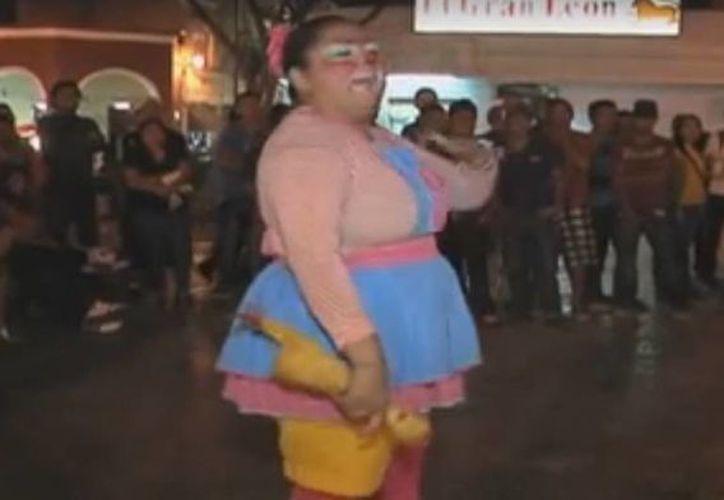"""""""Anylu Mala Facha"""" trabaja como payasita en calles de Mérida. (Captura de pantalla)"""