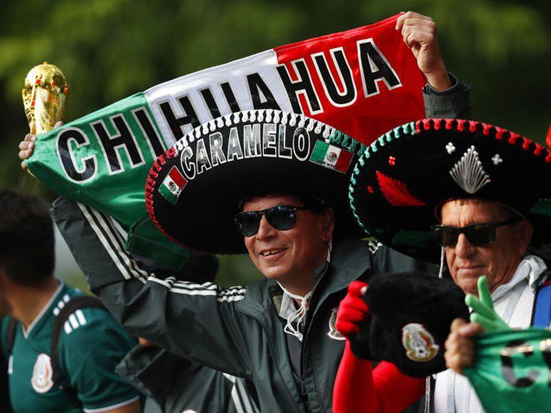 Los mexicanos han llegado a Rusia para la Copa del Mundo y decidieron crear una porra en apoyo a Zague, tras el polémico video de sus partes íntimas. (Milenio)