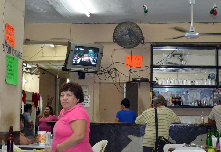 Las instalaciones eléctricas improvisadas, un peligro en el centro. (Theany Ruz/SIPSE)