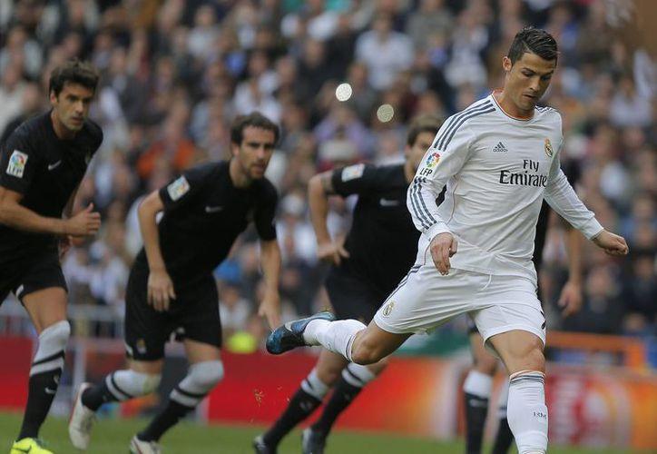 Cristiano ya lleva 16 goles en 13 partidos del Real Madrid en la Liga de España y ocho en cuatro de la Liga de Campeones de la UEFA. (Agencias)