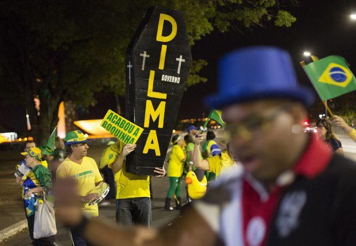En varias partes de Brasil se han registrado marchas y movilizaciones a favor y en contra de la depuesta mandataria Dilma Rousseff. (AP/Leo Correa)