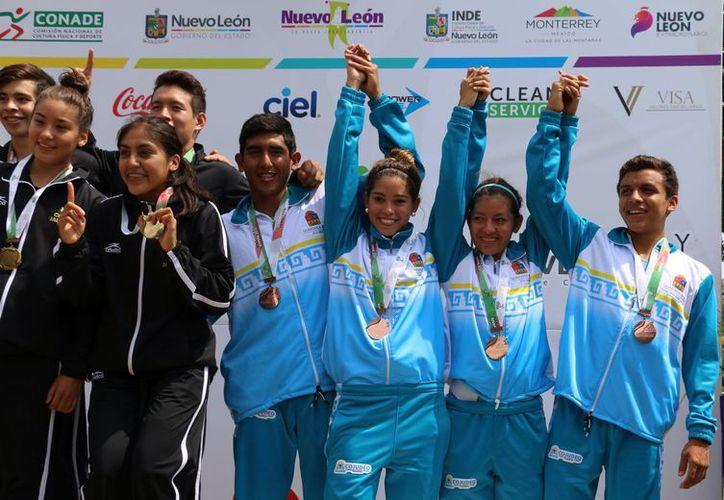 El equipo de triatlonistas quintanarroenses ganó tres medallas durante la Olimpiada Nacional y Juvenil que se realizó en Monterrey. (Cortesía)