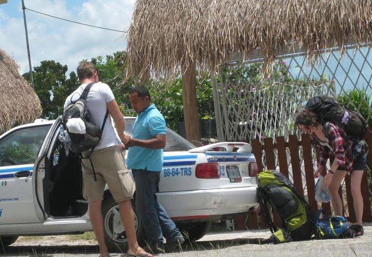El transporte en esta temporada incrementa para dar el servicio al turismo. (Javier Ortiz/SIPSE)