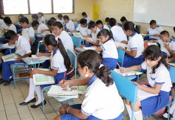 Los alumnos de sexto grado presentaron la prueba en la Olimpiada del Conocimiento Infantil 2013. (Tomás Álvarez/SIPSE)