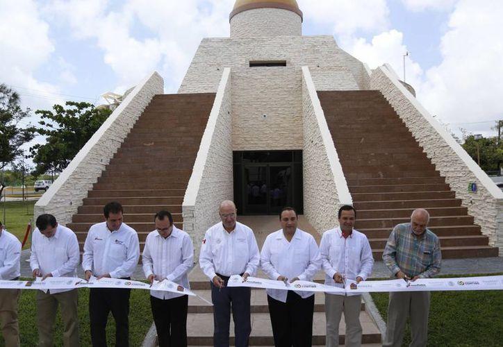 La construcción hace alusión a una pirámide de la cultura maya. (Israel Leal/SIPSE)
