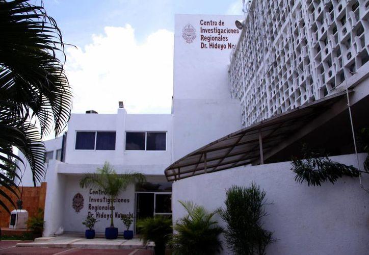 Investigadores del Centro de Investigaciones Regionales 'Dr. Hideyo Noguchi' desarrollan un repelente para combatir la epidemia de dengue y chikungunya que  se vive en la entidad. (SIPSE)