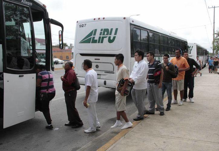 Existen en Cancún y Puerto Morelos 50 mil trabajadores en el sector turístico. (Tomás Álvarez/SIPSE)
