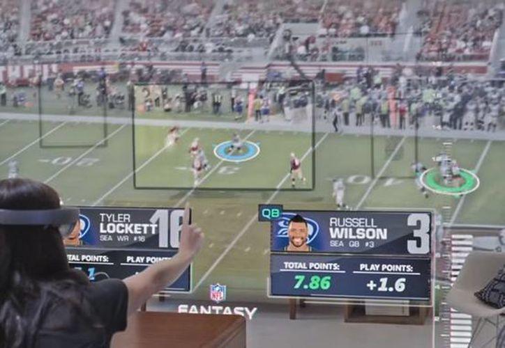 La tecnología HoloLens permite a los usuarios tener imágenes muy realistas de los partidos de la NFL, tal y como si estuvieran en el estadio. (Captura de pantalla/YouTube)