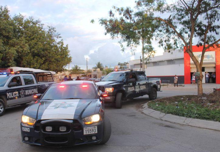 La detención fue posible gracias a la ayuda de los vecinos del lugar quienes se percataron de la dirección donde corrían los delincuentes. (Foto: Redacción/SIPSE).