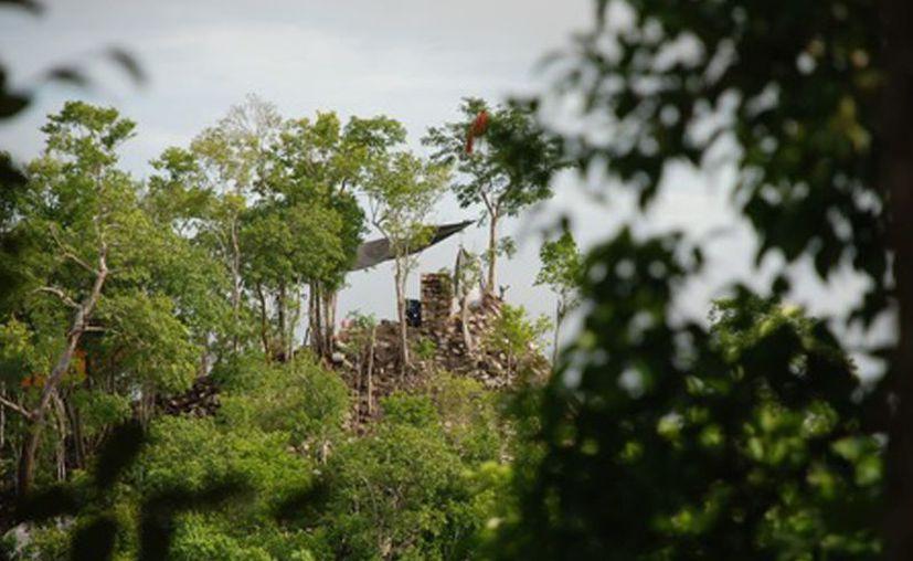 Las estructuras de la zona arqueológica Chakanbakán no sufrieron daños tras los socavones que secaron la laguna del mismo nombre. (Joel Zamora/SIPSE)