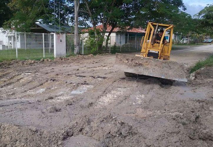 Los caminos rurales presentaron afectaciones por encharcamientos y deslaves que complicaron el acceso vehicular. (Carlos castillo/SIPSE)