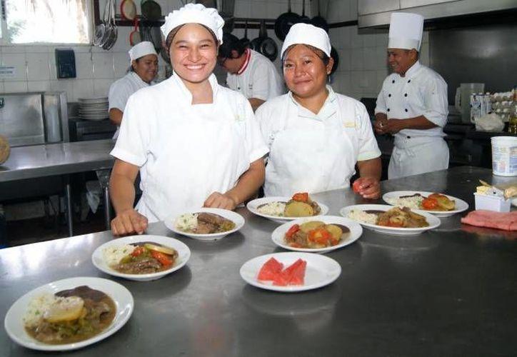 La muestra gastronómica sera en el Centro Social Bellavista los días 30 de noviembre, 1 y 2 de diciembre.(Eddy bonilla/SIPSE)