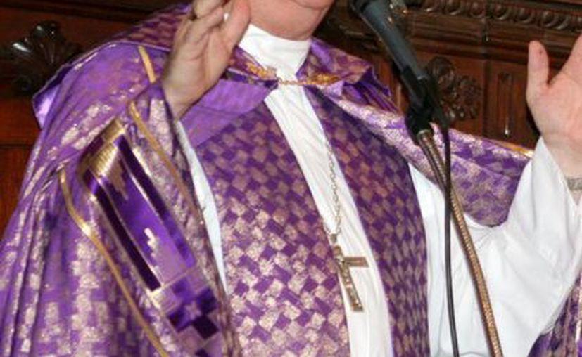 Mons. Emilio Carlos Berlie, Arzobispo de Yucatán, felicitó a los maestros en su día. (SIPSE)