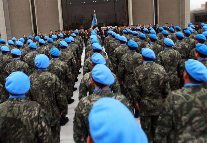Imagen de contexto de un grupo de integrantes de las fuerzas de paz de la ONU, mejor conocidos como cascos azules, 41 de ellos fueron señalados por abusos sexuales en la República Centroafricana. (Archivo/AP)
