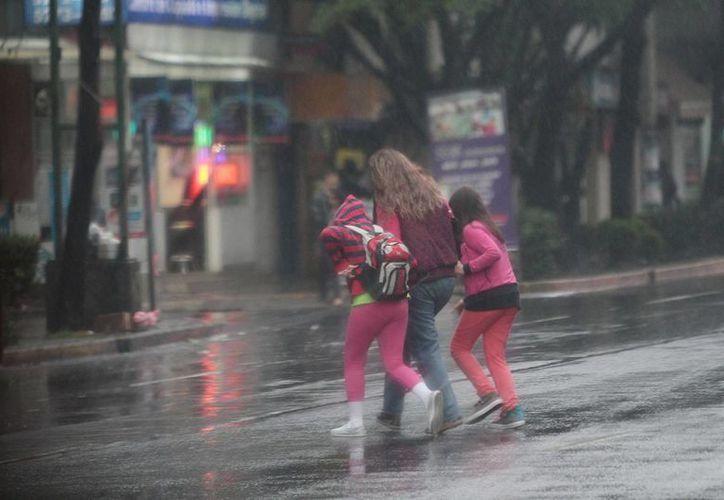 'Hernán' presenta vientos intensos que afectan a la zona occidente de México. (Archivo/Notimex)
