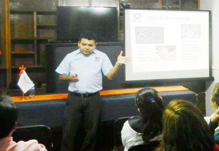 El especialista Carlos Antonio Cabrera, afirmó durante su presentación que Mérida, Progreso, Tizimín, Kanasín y Valladolid son los municipios con mayor número de casos de VIH Sida. (Milenio Novedades)