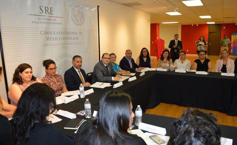 Imagen del 10 de septiembre de 2016 del Consulado mexicano en Dallas, Texas, durante la inauguración de la Ventanilla de Atención Integral a la Mujer. Este consulado es uno de los 11 en Texas que firmó un convenio para proteger a niños mexicanos en EU. (Archivo/Notimex)