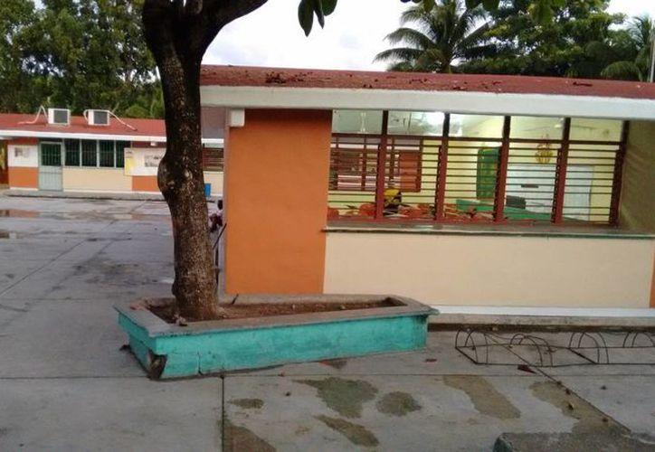 Ayer algunas primarias y las dos secundarias de Tulum no abrieron sus puertas. (Rossy López/SIPSE)