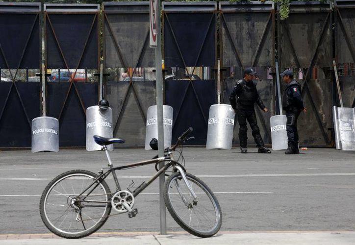 Elementos de la Policía Federal, del Estado de México y personal de mantenimiento, son los únicos que tiene acceso a la Cámara de Diputados. (Notimex)
