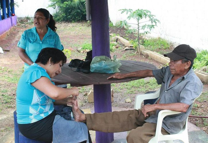 """""""Brindar salud a nuestros abuelitos es una de nuestras prioridades"""", aseguró la presidente del DIF morelense. (Cortesía/SIPSE)"""