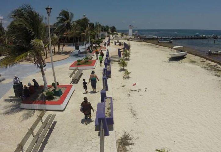 La presidenta electa de Puerto Morelos dio a conocer que entre sus proyectos está la creación de una playa inclusiva. (Israel Leal/SIPSE)