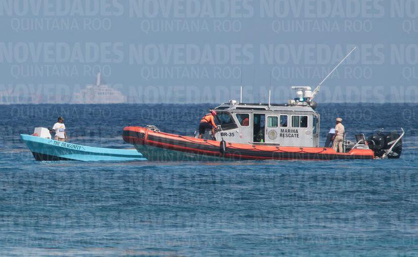 Elementos de la Semar acompañados por personal de la Capitanía de Puerto mantendrán los operativos de verificación a embarcaciones en Cozumel. (Gustavo Villegas/SIPSE)