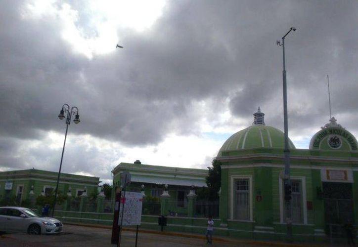 Por la mañana se registraron nublados y lluvias en Mérida. La imagen corresponde al barrio de Santiago. (@ClimaYucatan)