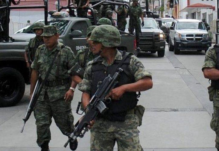 Soldados yucatecos integrantes de un destacamento que lucha contra el crimen organizado en Tamaulipas fueron emboscados. Un militar yucateco murió. (Milenio Novedades)