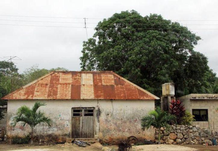 La fosa séptica del nuevo modelo de vivienda está recubierta de celdas de combustible microbianas. En la imagen, una casa típica en comunidades rurales de Yucatán. (Milenio Novedades/Contexto)