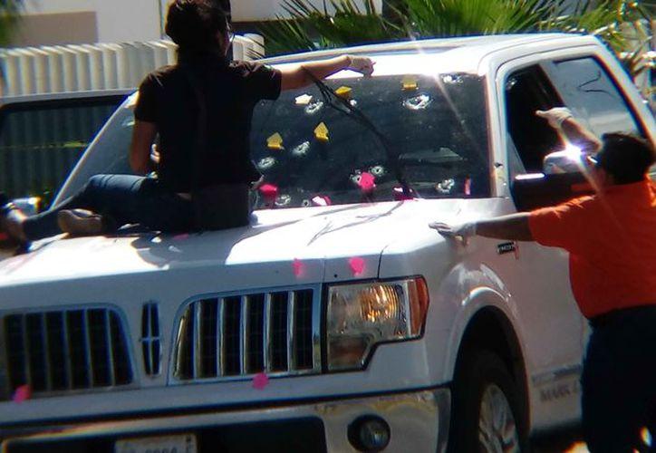 Recibió la camioneta varios impactos de bala. (Redacción)