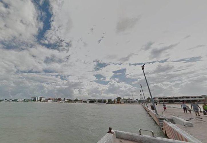 En la lancha colisionada se encontraba de pesca recreativa Carlos Mena Baduy, acompañado de su mascota, un perro. El impacto arrancó el motor y rompió la parte posterior de la embarcación. (Captura de pantalla/Google Maps)