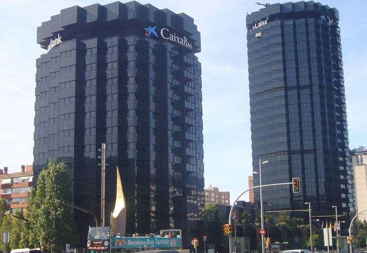 Según los planes de La Caixa, en la Asamblea se tratará de aprobar ese cambio de estructura mediante nuevos estatutos y la creación de un patronato, al que se integrará Carlos Slim. (wikipedia.org)