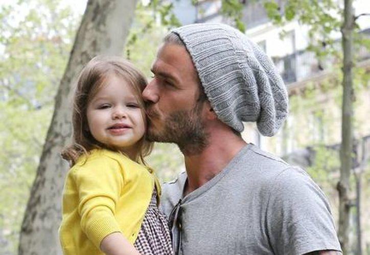 David Beckham le hizo caso a su hija Harper y se tatuó un minion en un brazo. (celebuzz.com)