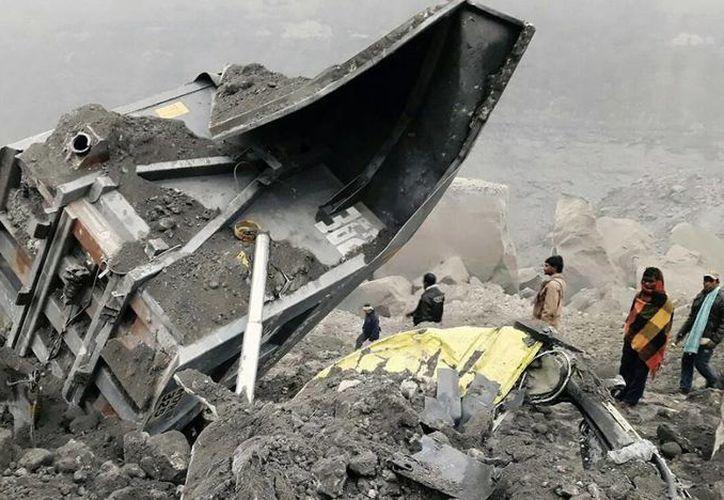 Varios socorristas seguían trabajando en el sitio del colapso. (twitter.com/PDChina)