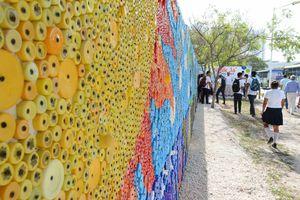 Concluyen mural de 61 metros cuadrados hecho con taparroscas