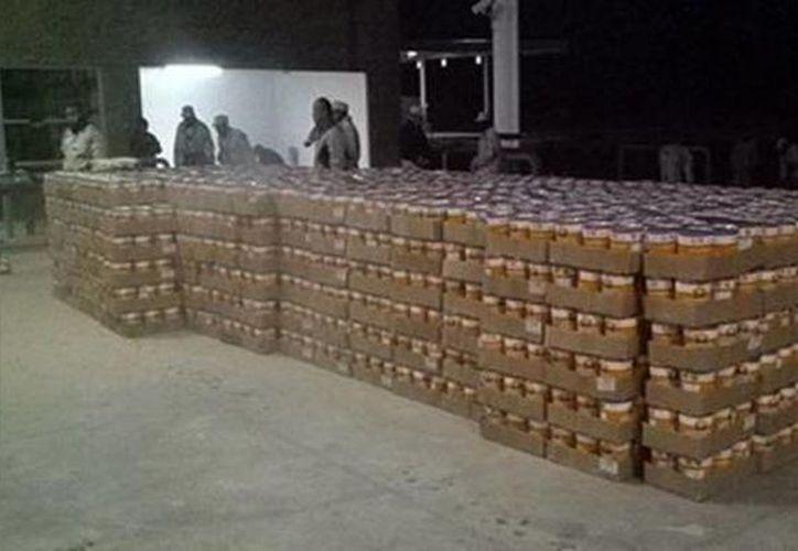 Aspecto del cargamento de latas rellenas con marihuana. Imagen tomada de Tweeter. (@ElMexicanOnline)