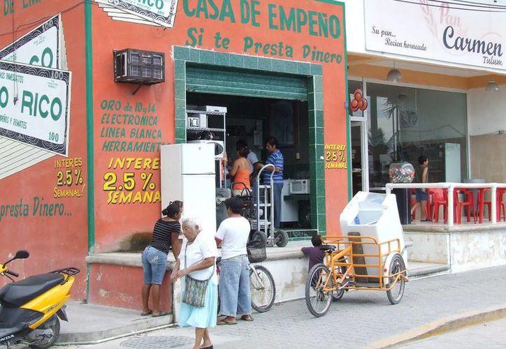 Las casas de empeño reportan un aumento de hasta 60 % en el retiro de prendas durante diciembre. (Rossy López/SIPSE)