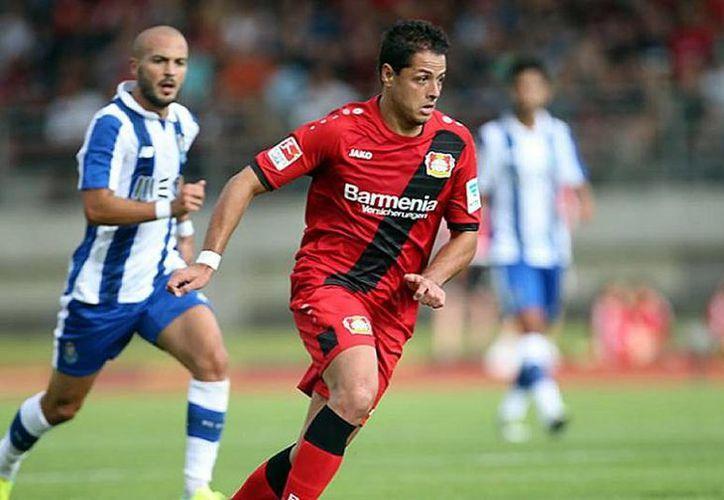 El mexicano Javier Hernández hizo el único gol del Bayer Leverkusen en partido amistoso contra Porto, que terminó 1-1. (Foto tomada de Twitter)