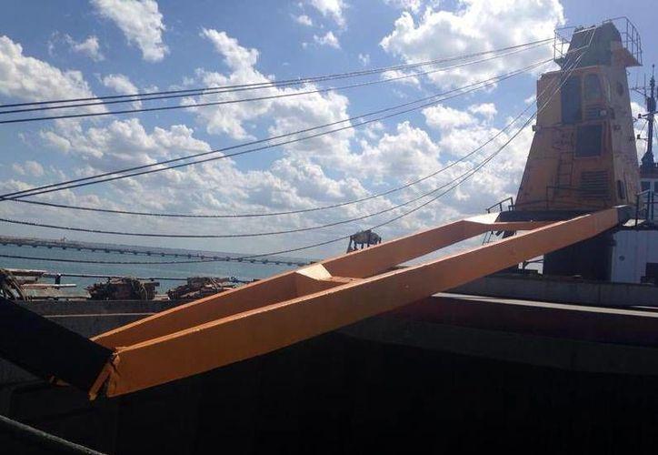 El accidente se registró en el Puerto el Altura de Progreso. (SIPSE)