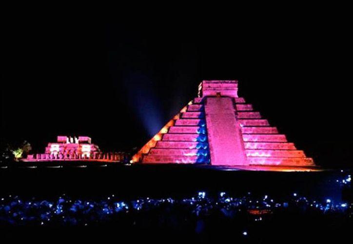 Solicitarán modificar la Ley de Derechos para reducir el precio de entrada a zonas arqueológicas del país, en espectáculos nocturnos como el luz y sonido de Chichén Itzá, al que corresponde la imagen de contexto. (Milenio Novedades)