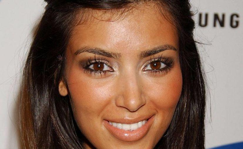 Tal vez una de las cosas que hace que la piel de Kim Kardashian esté tan bien cuidada es el aceite de Argán que suele comprar en grandes cantidades en Marruecos. (playbuzz.com)