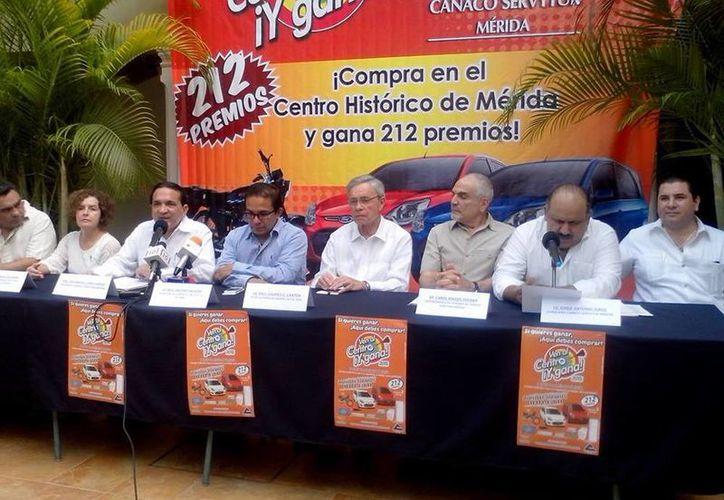 Imagen de la rueda de prensa de la Canaco para dar a conocer la participación de los hoteles del Centro Histórico en el sorteo Ven al Centro y Gana. (Tomada  del Facebook de Canaco Mérida)